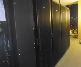 某電気メーカICTルーム内サーバ及びネットワークラック設置工事
